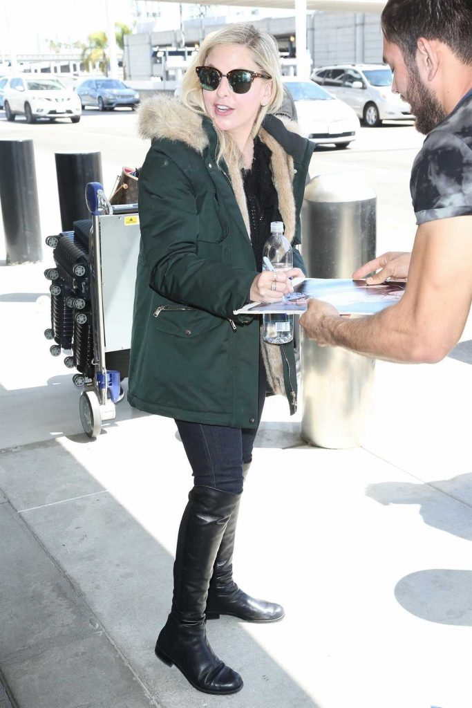 Sarah Michelle Gellar Arrives at LAX Airport in Los Angeles 04/10/2018-5