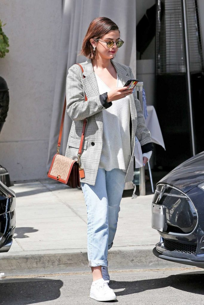 Selena Gomez Wears a Plaid Jacket and Blue Jeans Out in Beverly Hills 03/30/2018-1