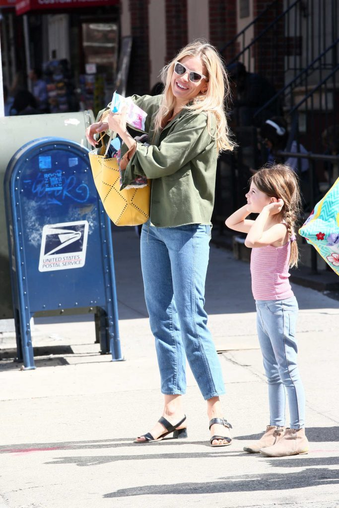 Sienna Miller Picks up Her Daughter Marlowe from School in New York 04/23/2018-1