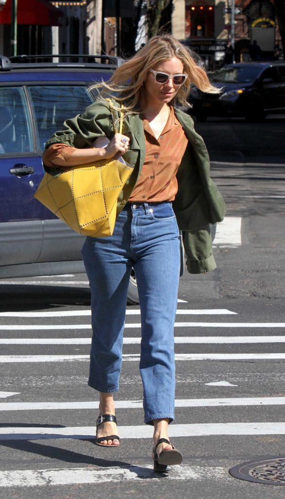 Sienna Miller Picks up Her Daughter Marlowe from School in New York 04/23/2018-4