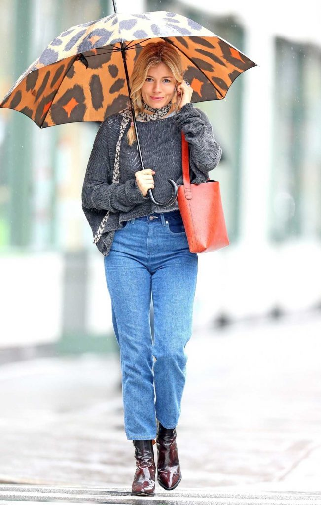 Sienna Miller Was Seen Out on a Rainy Day in New York City 04/27/2018-1