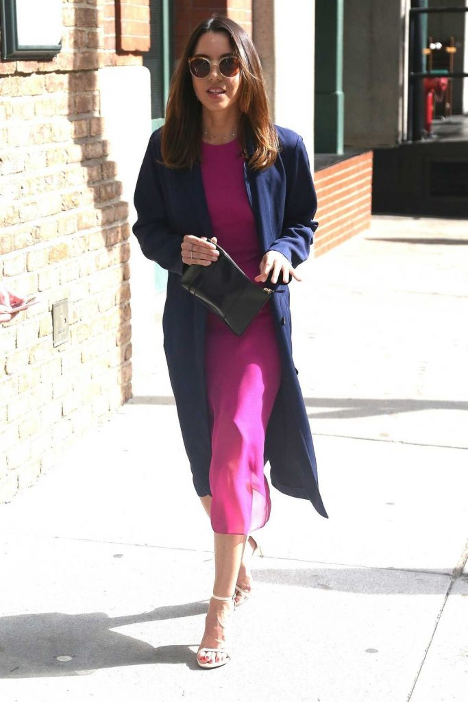 Aubrey Plaza Wears a Pink Dress Out in New York City 05/10/2018-1