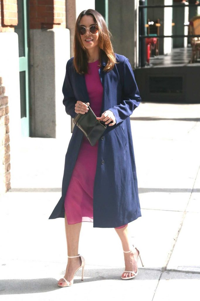 Aubrey Plaza Wears a Pink Dress Out in New York City 05/10/2018-2