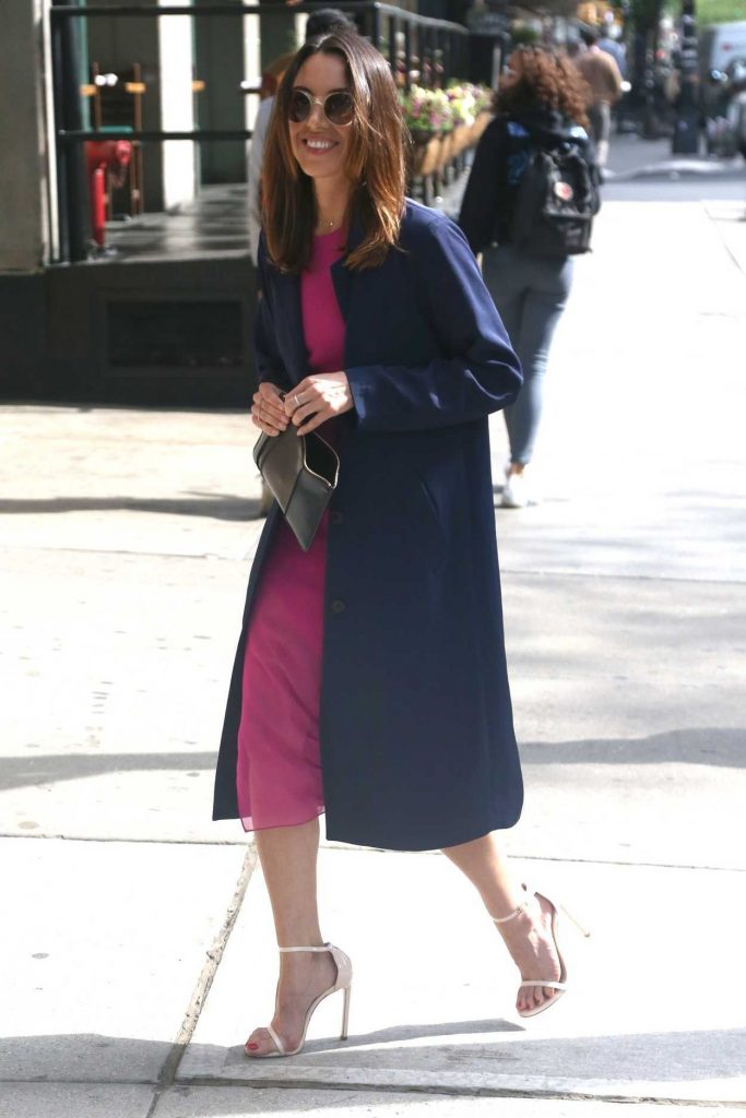 Aubrey Plaza Wears a Pink Dress Out in New York City 05/10/2018-3