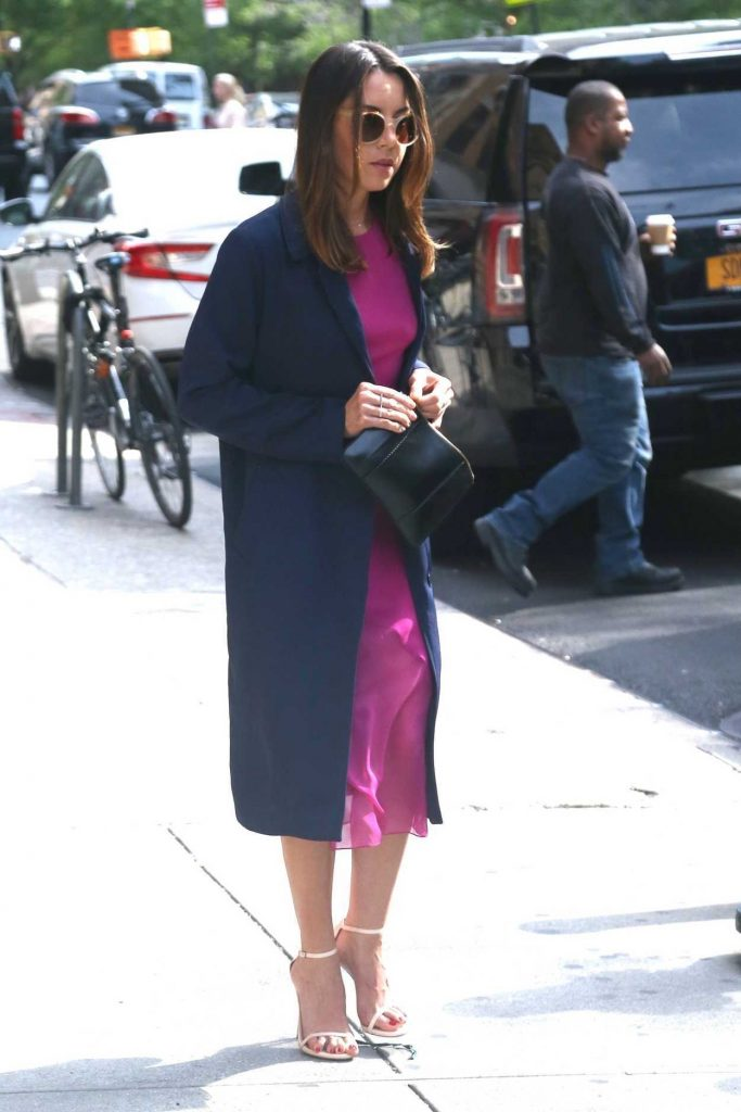 Aubrey Plaza Wears a Pink Dress Out in New York City 05/10/2018-5