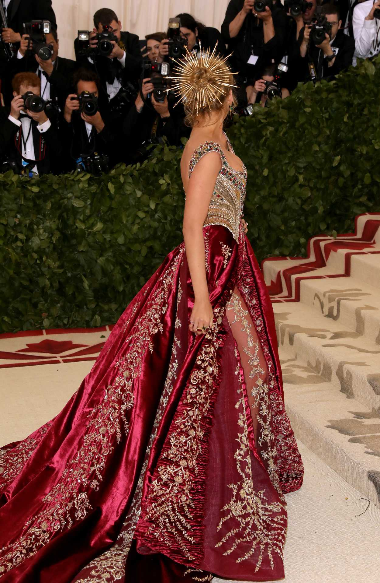 blake lively at the heavenly bodies  fashion and the catholic imagination costume institute gala