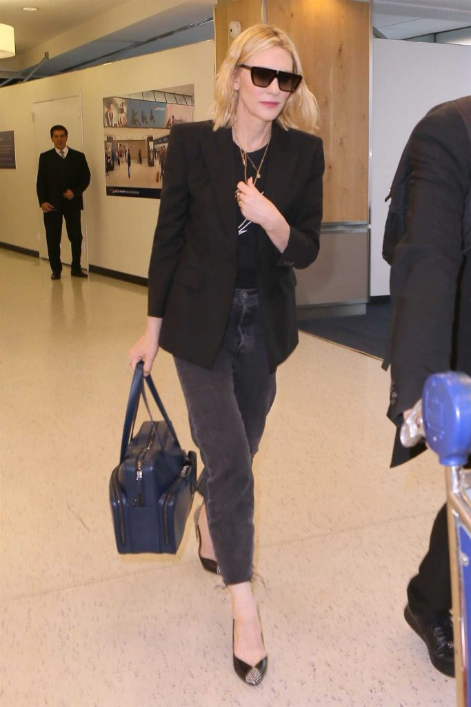 Cate Blanchett Was Spotted at JFK Airport in New York City 05/24/2018-1