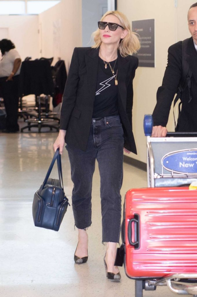 Cate Blanchett Was Spotted at JFK Airport in New York City 05/24/2018-4