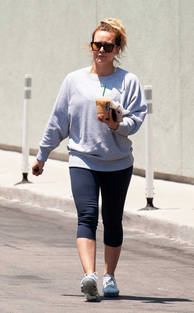 Hilary Duff Does a Coffee Run at Starbucks in Studio City 05/28/2018-2