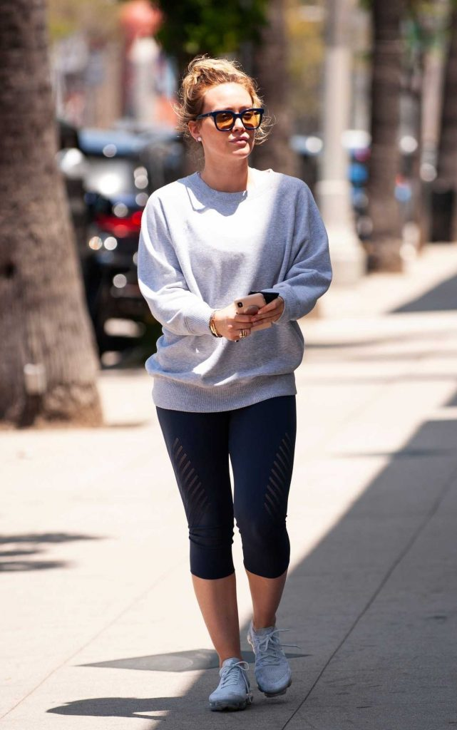 Hilary Duff Does a Coffee Run at Starbucks in Studio City 05/28/2018-4