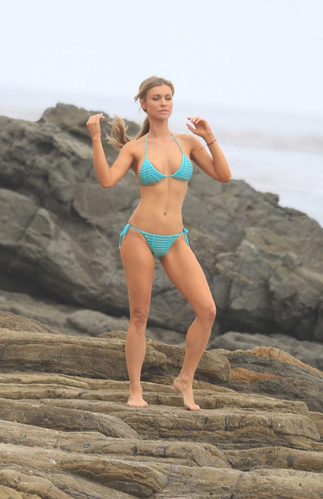 Joanna Krupa Does a Bikini Photoshoot on Mother's Day in Malibu 05/13/2018-1