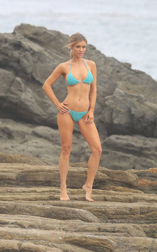 Joanna Krupa Does a Bikini Photoshoot on Mother's Day in Malibu 05/13/2018-2