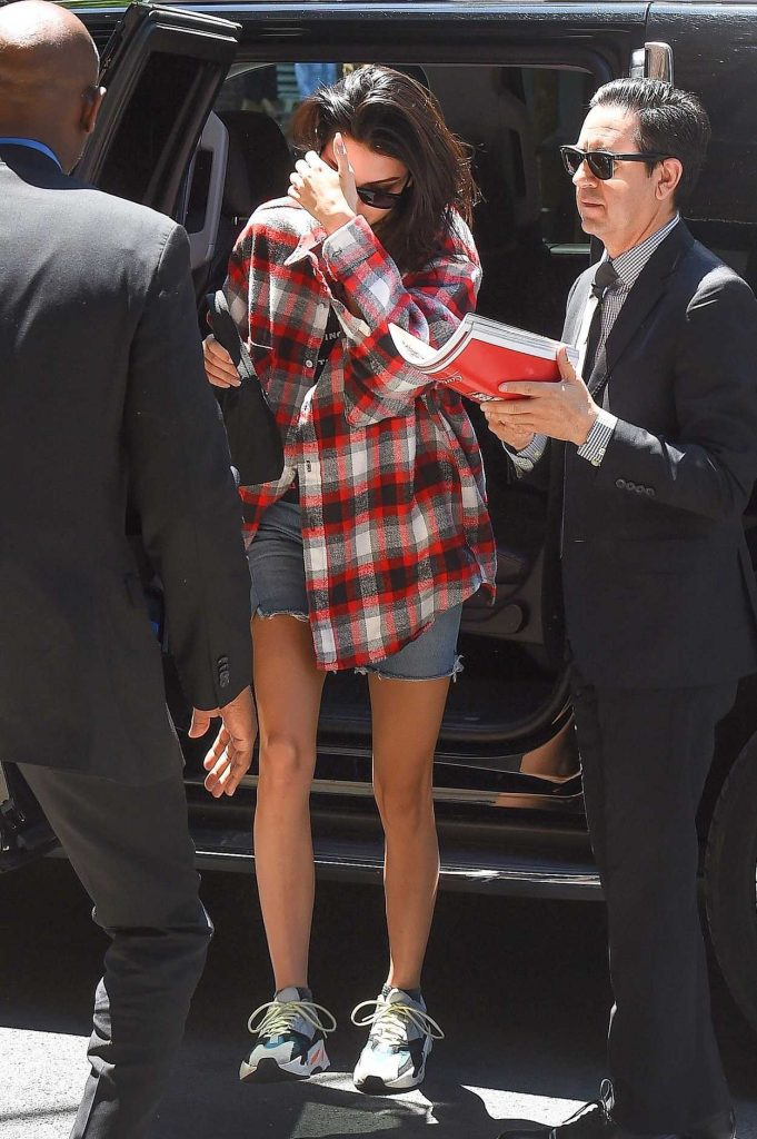 Kendall Jenner Wears a Plaid Oversized Shirt Out in Tribeca 05/24/2018-1