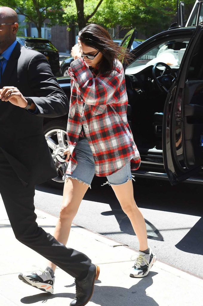 Kendall Jenner Wears a Plaid Oversized Shirt Out in Tribeca 05/24/2018-2