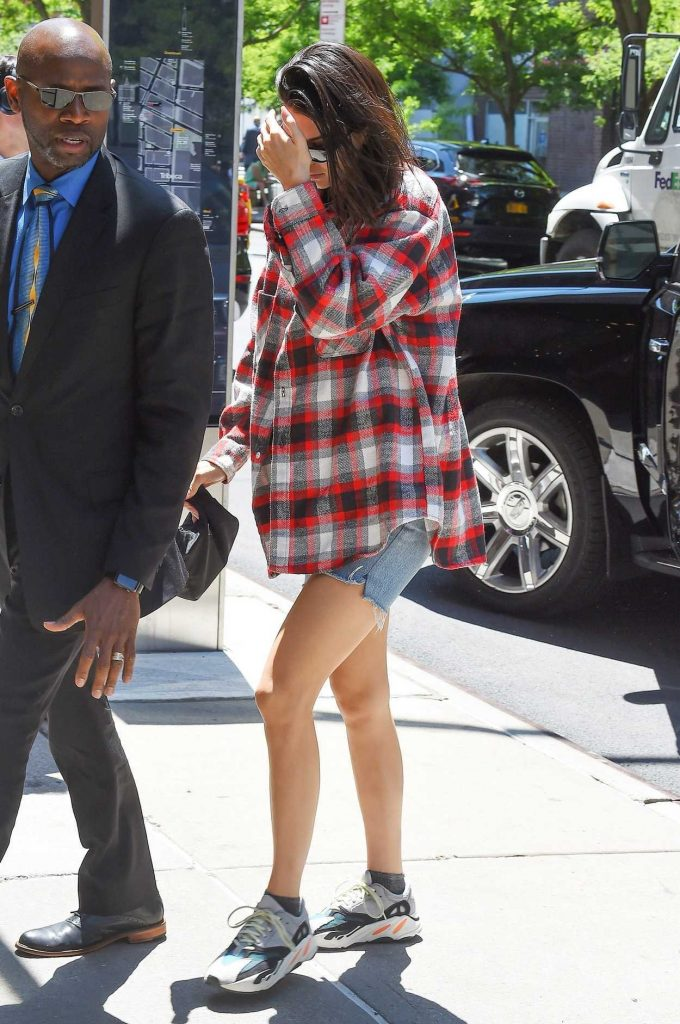 Kendall Jenner Wears a Plaid Oversized Shirt Out in Tribeca 05/24/2018-3