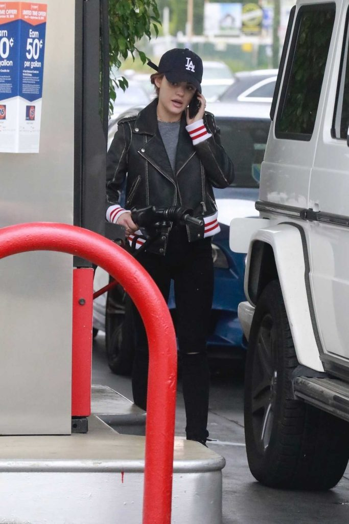Lucy Hale Stops for a Evolution Fresh Smoothie in Studio City 05/01/2018-4