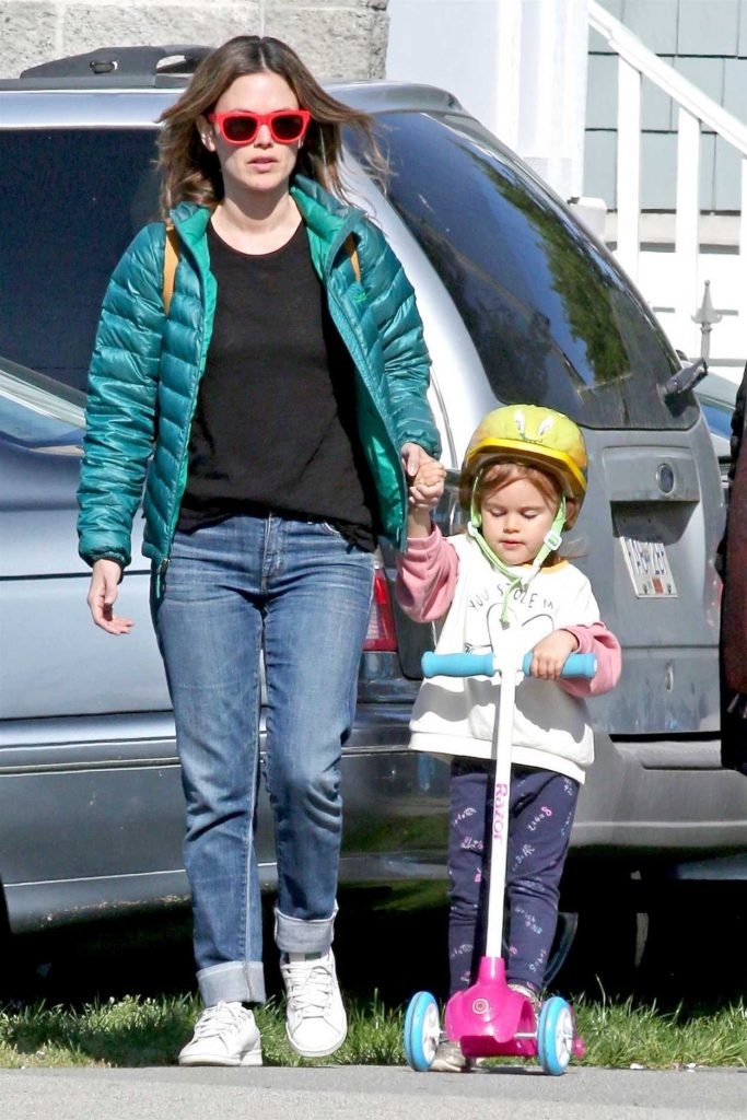 Rachel Bilson Enjoys the Vancouver Seawall with Her Mom and Daughter 05/04/2018-1