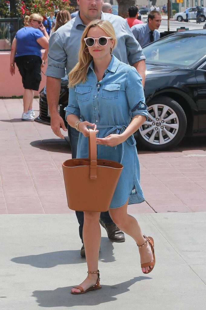 Reese Witherspoon Heads for Lunch at The Ivy in Santa Monica 05/06/2018-3