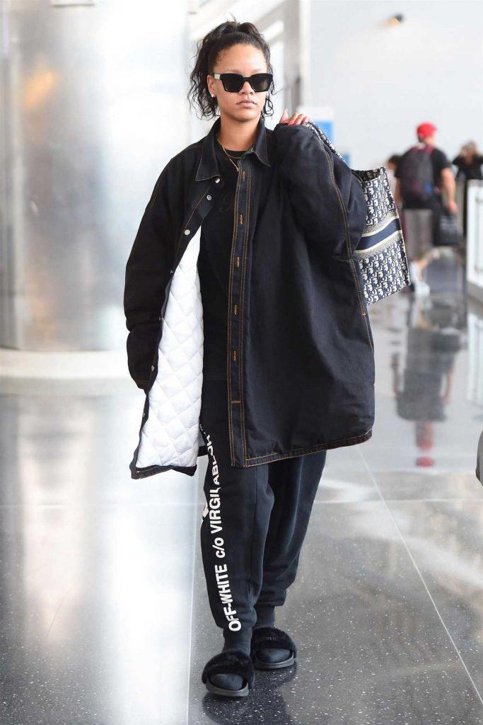 Rihanna Arrives at JFK Airport in New York 05/04/2018-1