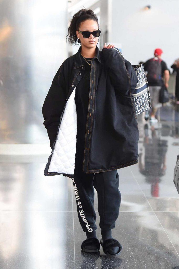 Rihanna Arrives at JFK Airport in New York 05/04/2018-2