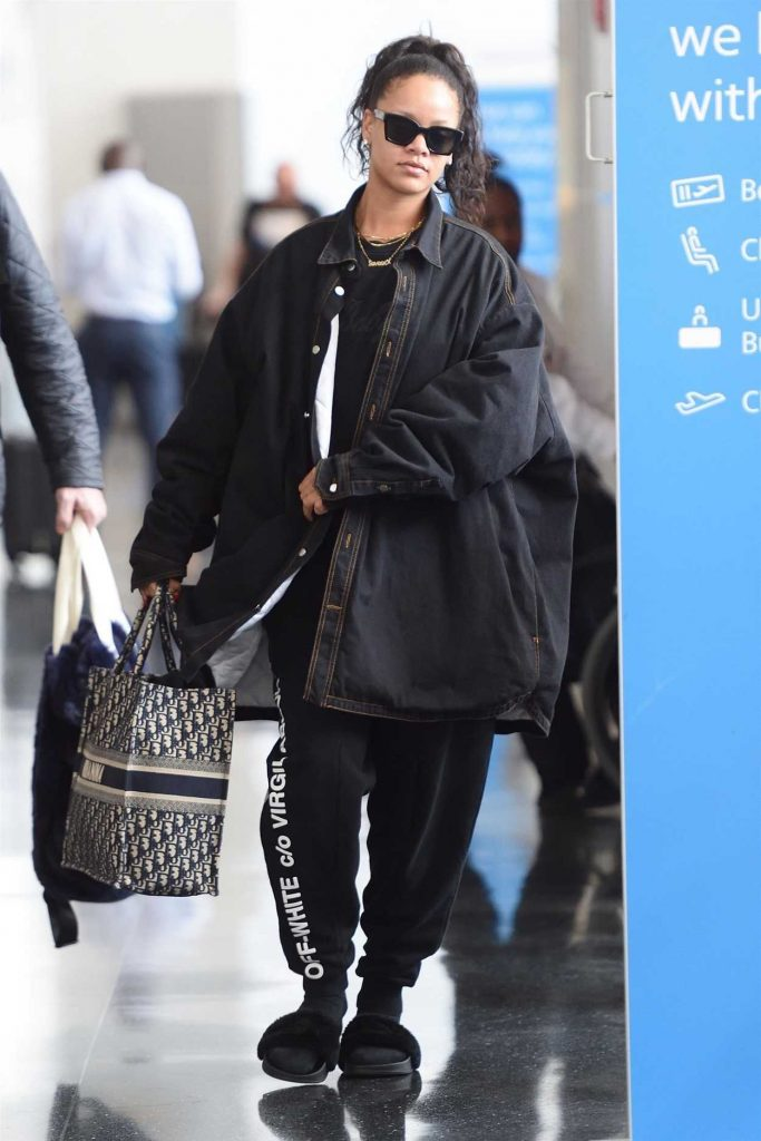 Rihanna Arrives at JFK Airport in New York 05/04/2018-3