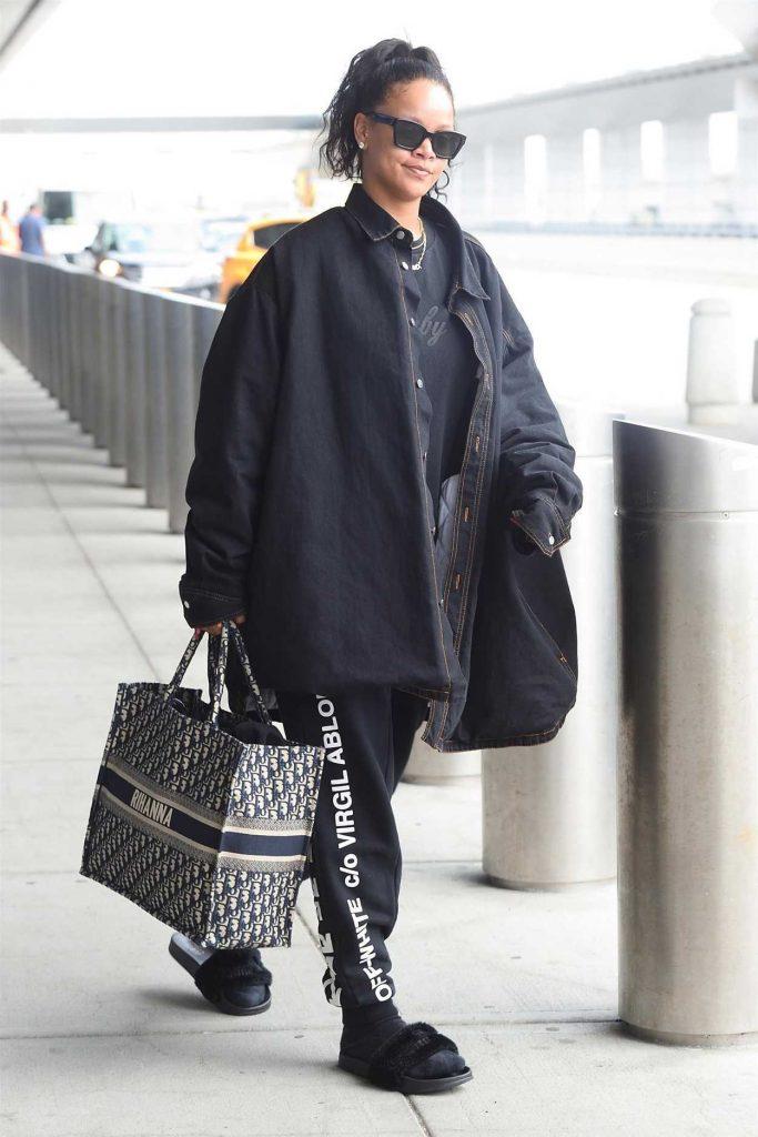 Rihanna Arrives at JFK Airport in New York 05/04/2018-4