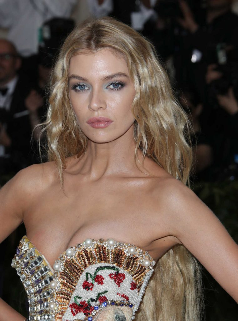 Stella Maxwell at 2018 Heavenly Bodies: Fashion and The Catholic Imagination Costume Institute Gala in New York City 05/07/2018-5