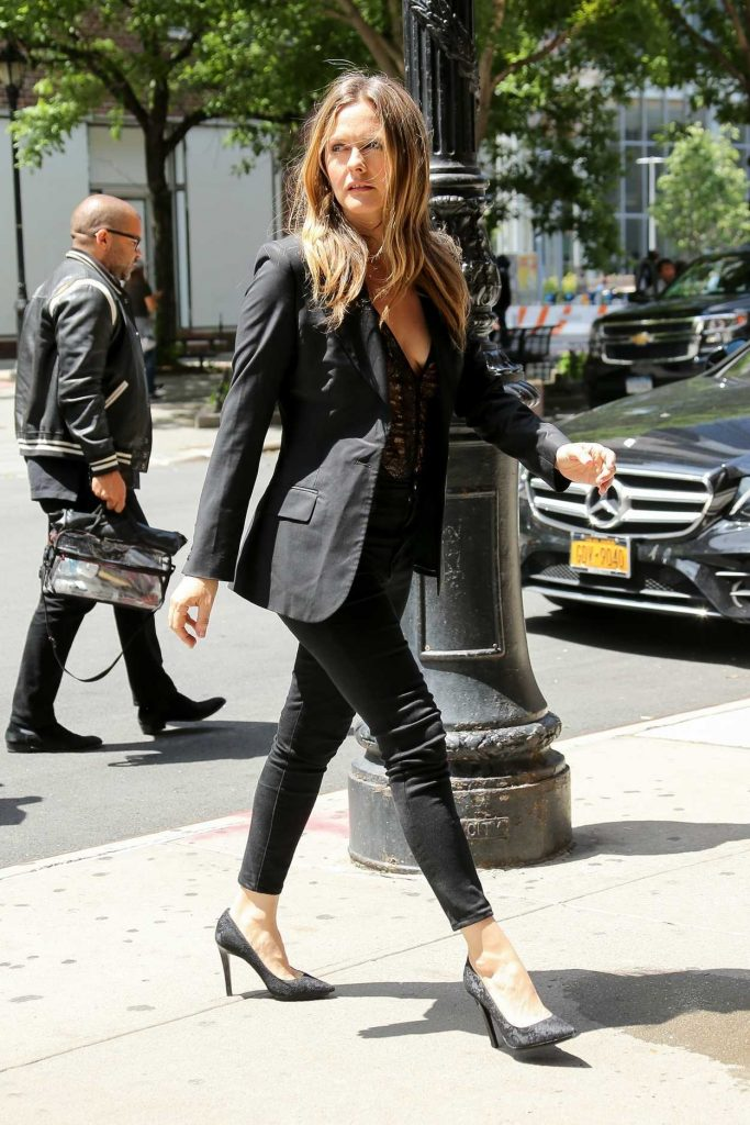 Alicia Silverstone Arrives at Her Hotel in New York 06/11/2018-3
