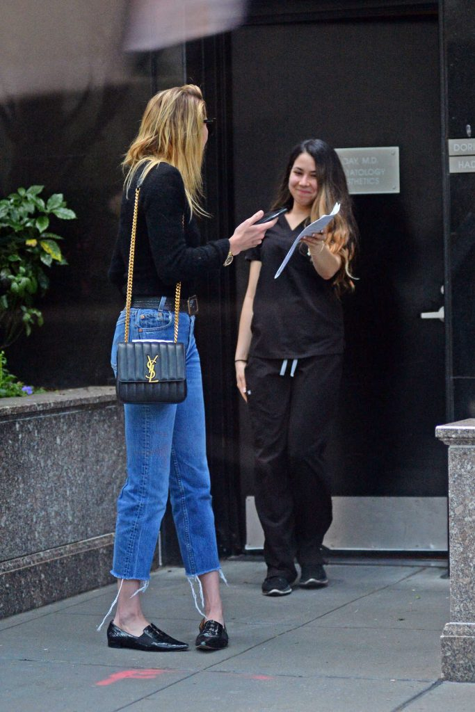 Amber Heard Leaves a Clinic in New York 06/06/2018-4