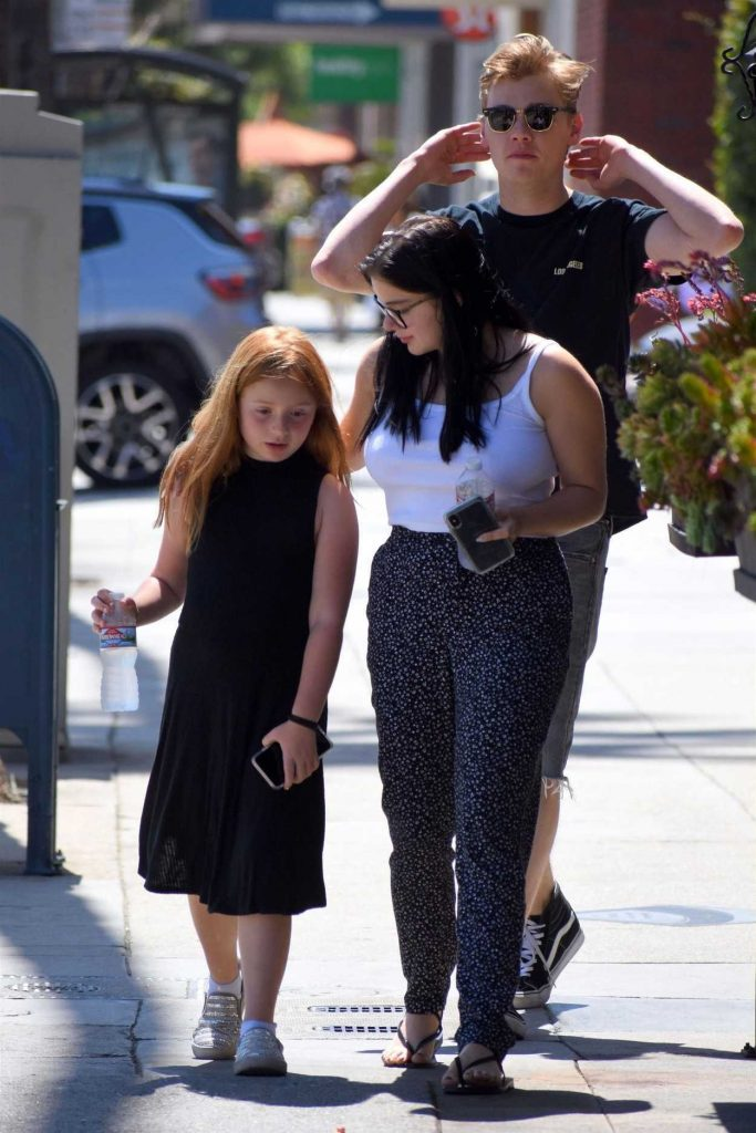 Ariel Winter Arrives at Color Me Mine in Studio City 06/19/2018-1