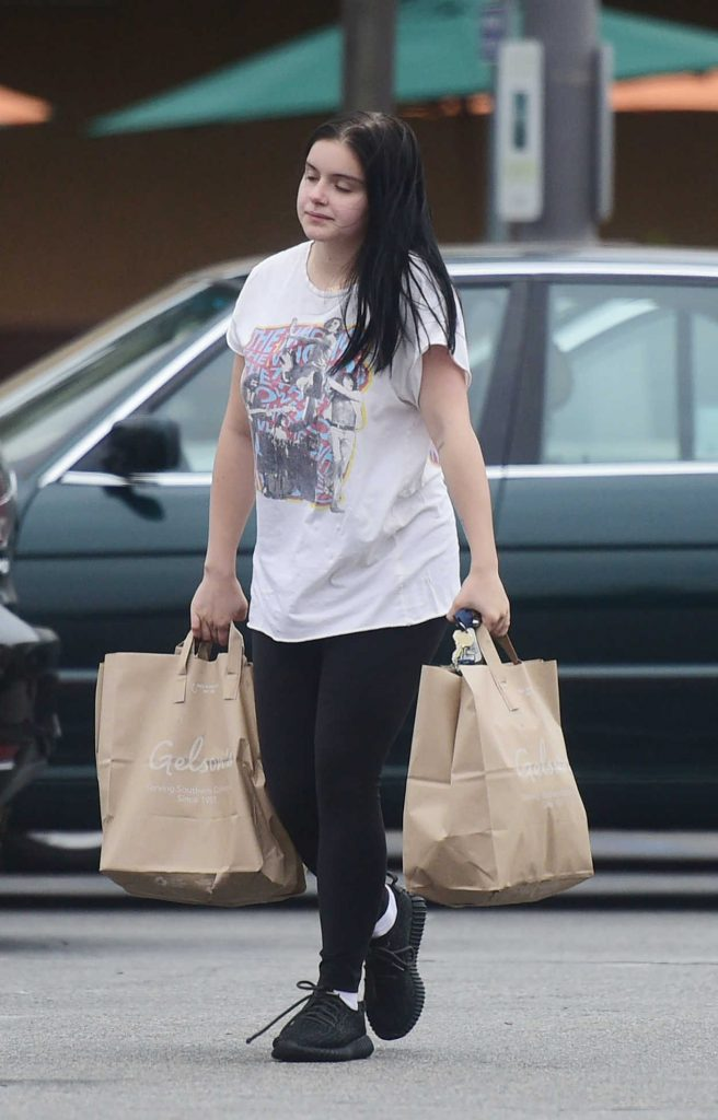 Ariel Winter Goes Shopping Out in Los Angeles 06/18/2018-2