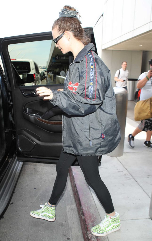 Behati Prinsloo Arrives at LAX Airport in LA 06/04/2018-5