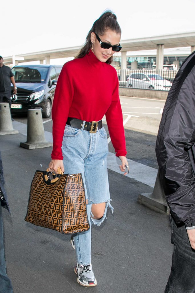 Bella Hadid Arrives at Charles de Gaulle Airport in Paris 06/02/2018-1