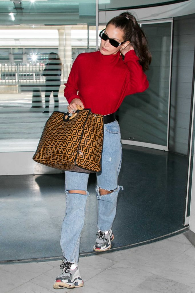 Bella Hadid Arrives at Charles de Gaulle Airport in Paris 06/02/2018-2
