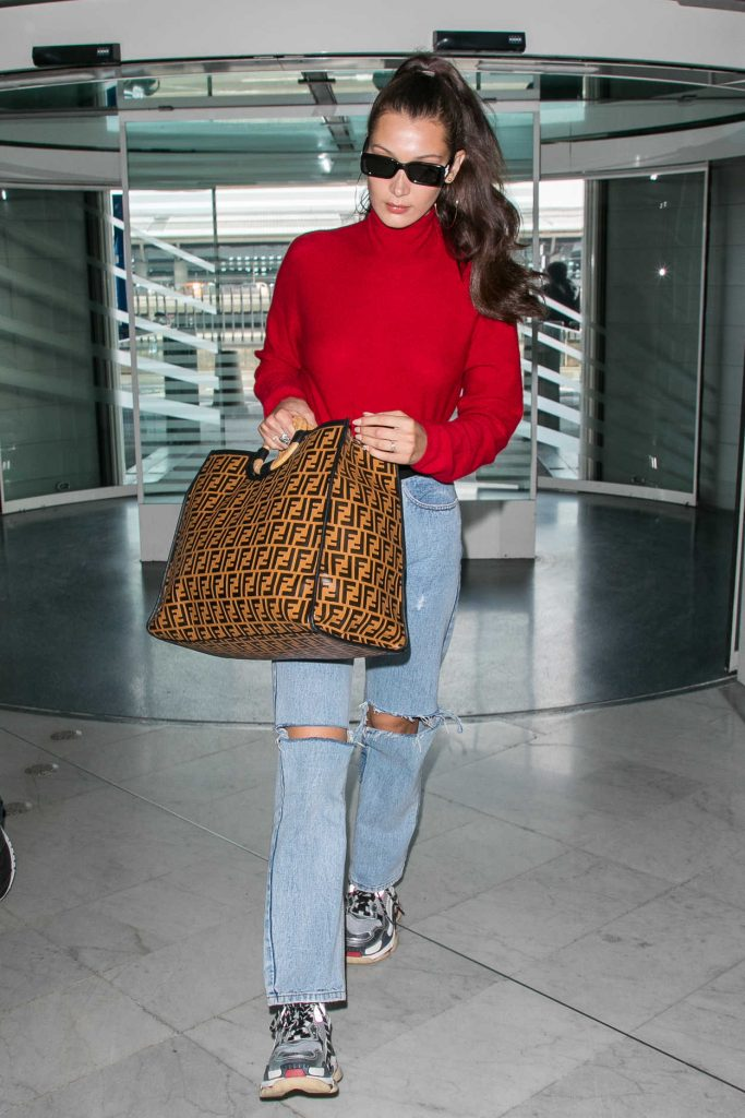 Bella Hadid Arrives at Charles de Gaulle Airport in Paris 06/02/2018-3