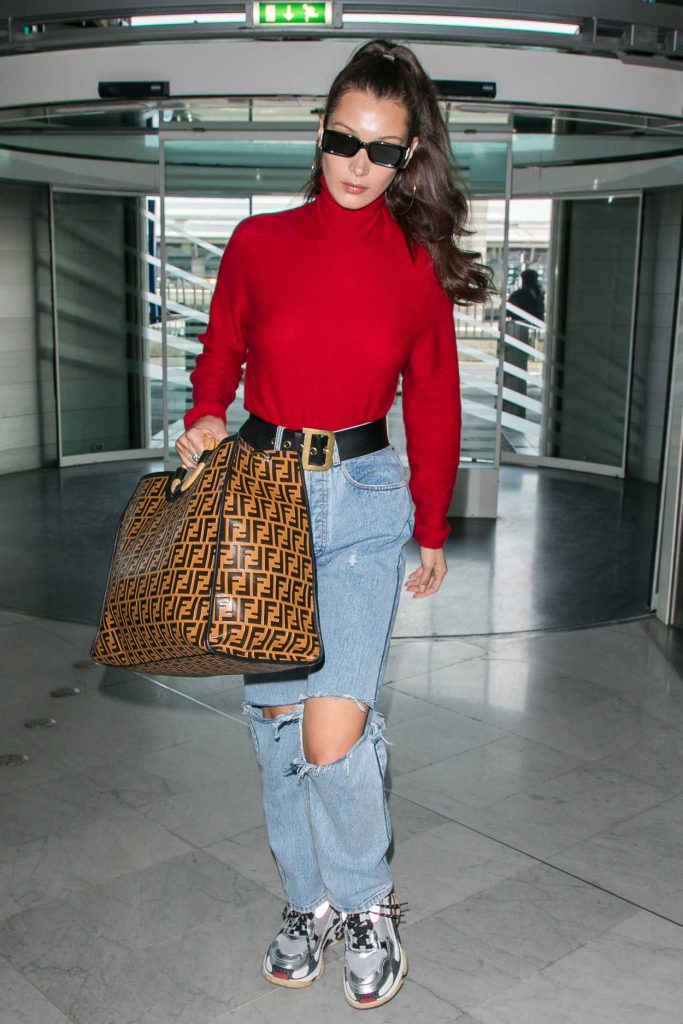 Bella Hadid Arrives at Charles de Gaulle Airport in Paris 06/02/2018-4