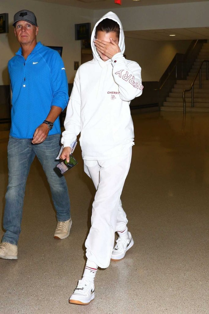 Bella Hadid Arrives at Newark Airport in New Jersey 06/06/2018-2
