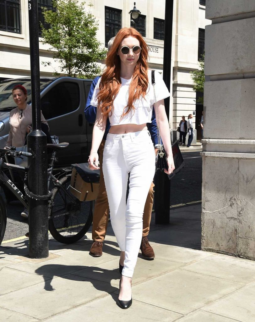 Eleanor Tomlinson Arrives at BBC Radio Two Studios in London 06/08/2018-1