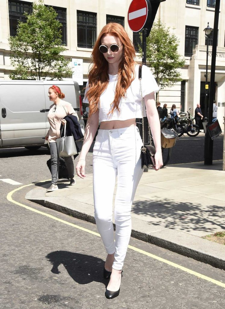 Eleanor Tomlinson Arrives at BBC Radio Two Studios in London 06/08/2018-2