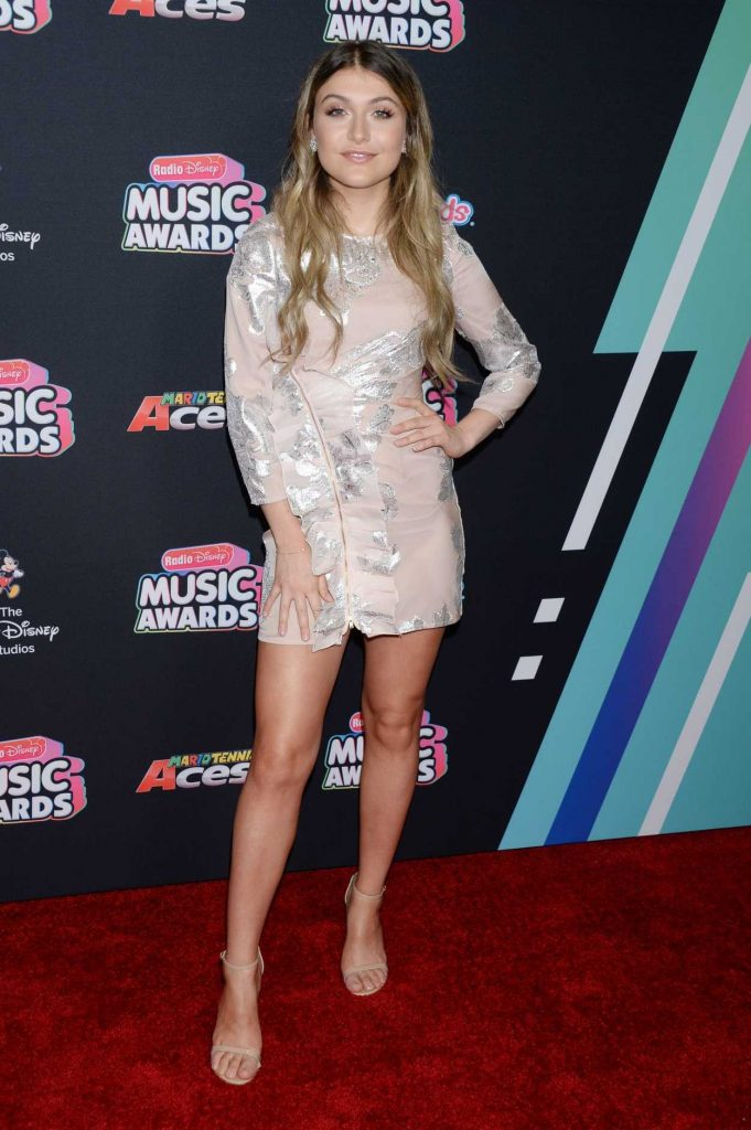 Elle Winter at 2018 Radio Disney Music Awards in Los Angeles 06/22/2018-1