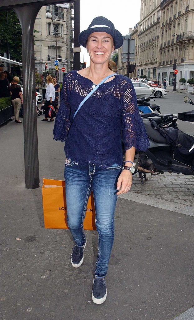 Martina Hingis Leaves l'Avenue Restaurant in Paris 06/10/2018-1