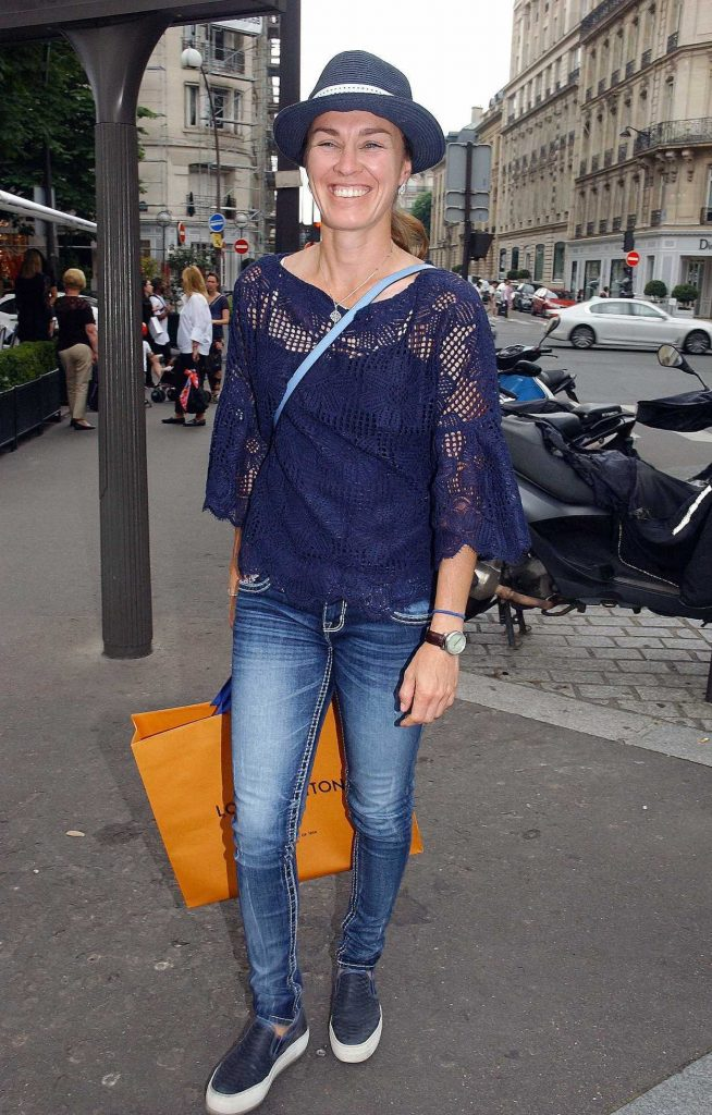 Martina Hingis Leaves l'Avenue Restaurant in Paris 06/10/2018-2