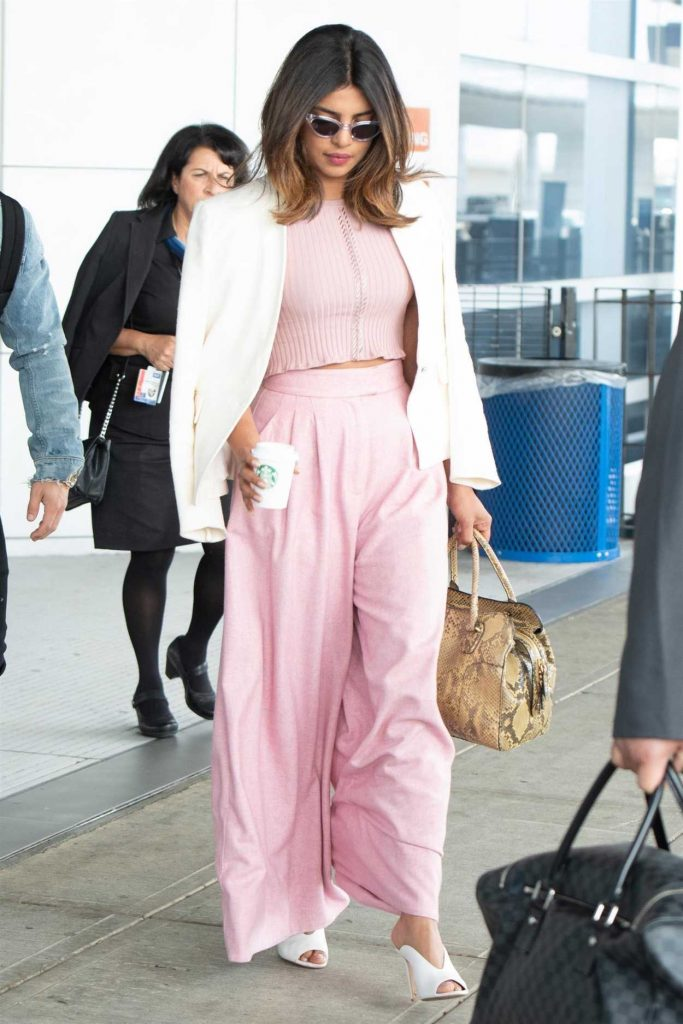 Priyanka Chopra Arrives at JFK Airport with Nick Jonas in New York 06/08/2018-1
