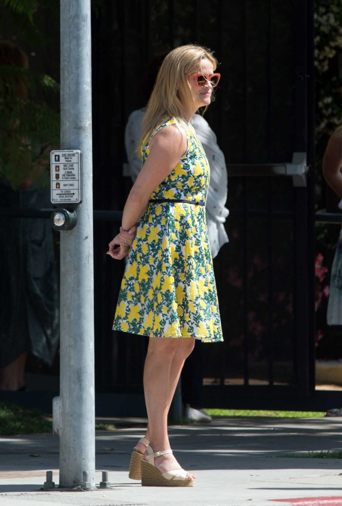 Reese Witherspoon Steps Out for Lunch in Beverly Hills 06/10/2018-1