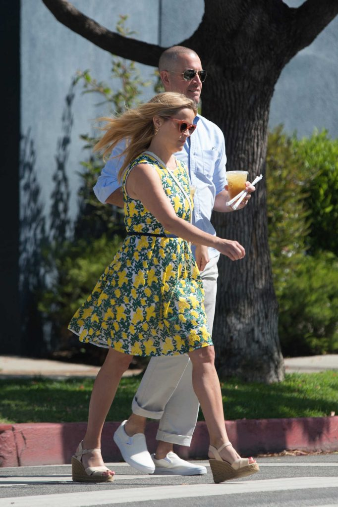 Reese Witherspoon Steps Out for Lunch in Beverly Hills 06/10/2018-3
