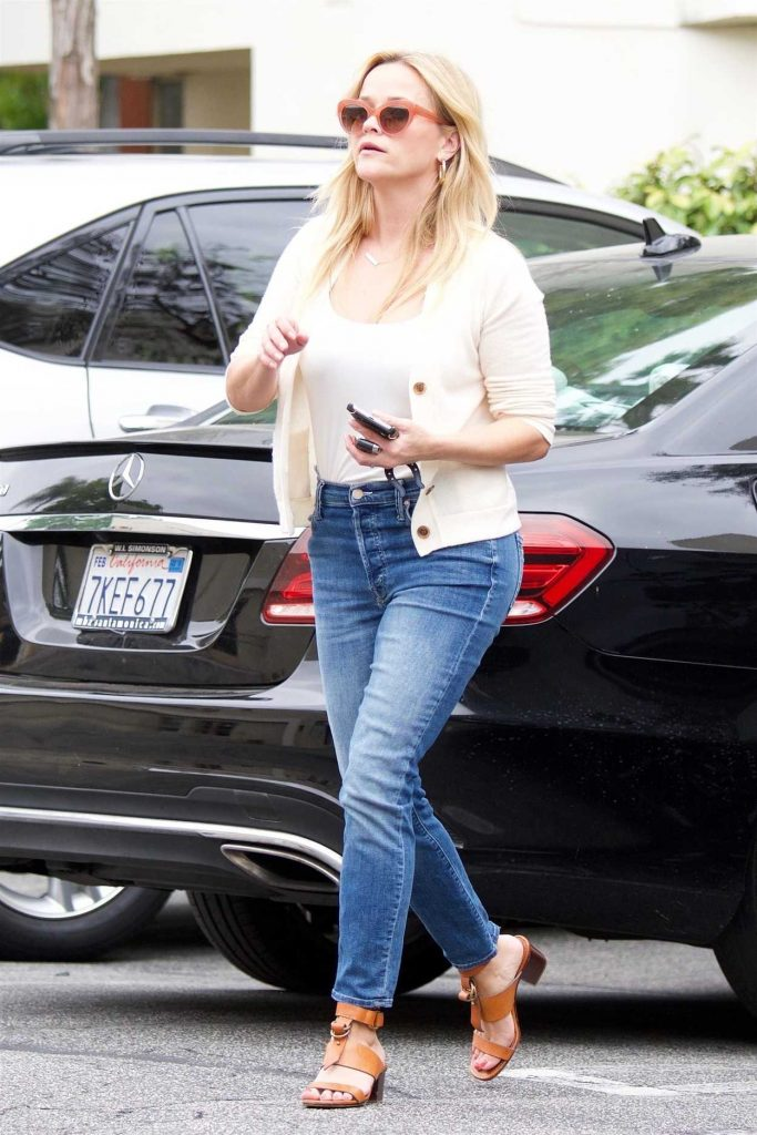 Reese Witherspoon Was Seen Out in Los Angeles 06/16/2018-1