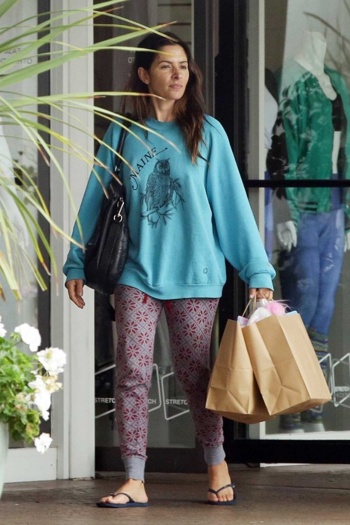 Sarah Shahi Goes Shopping Out in Los Angeles 06/05/2018-1
