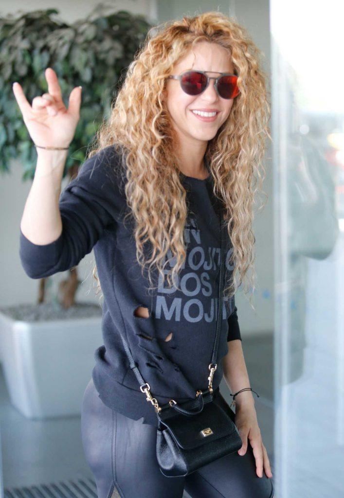 Shakira Arrives at Barcelona-El Prat Airport in Barcelona 01/06/2018-1