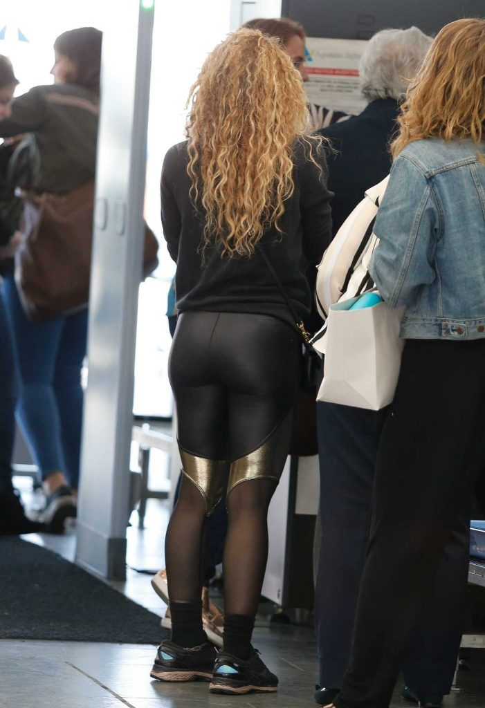 Shakira Arrives at Barcelona-El Prat Airport in Barcelona 01/06/2018-5