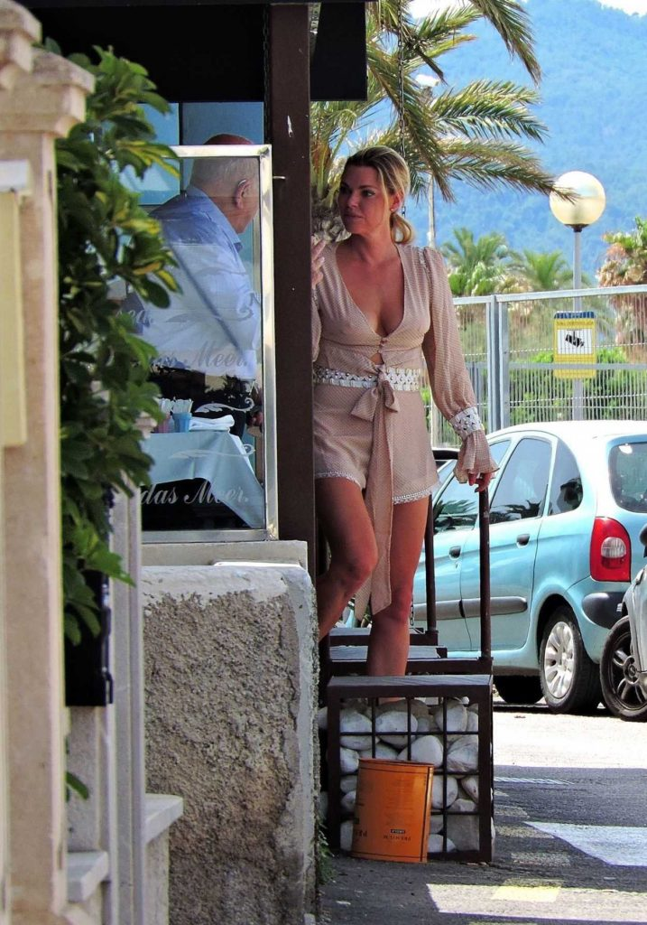 Sophie Monk Out for Lunch in Mallorca 06/09/2018-1